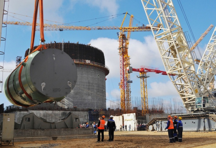 Монтаж корпуса реактора на Нововоронежской АЭС-2