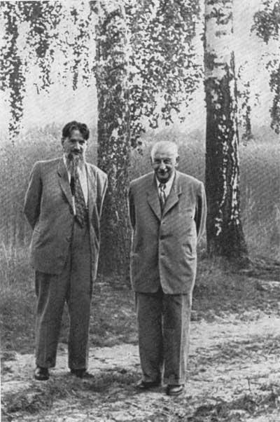 А.Ф.Иоффе и И.В.Курчатов, 1955 год