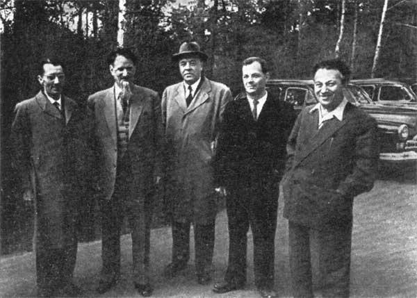Ф.Жолио-Кюри, И.В.Курчатов, Д.В.Скобельцин, Л.А.Арцимович, А.И.Алиханов (слева направо), 1958 год
