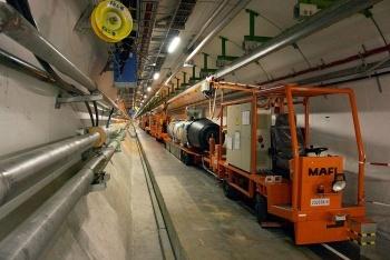 Внутри тоннеля БАК, фото atomic-energy.ru