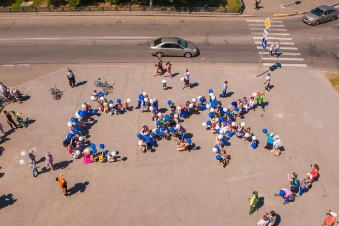Флэш-моб в исполнении юных северчан и взрослых на празднике СХК
