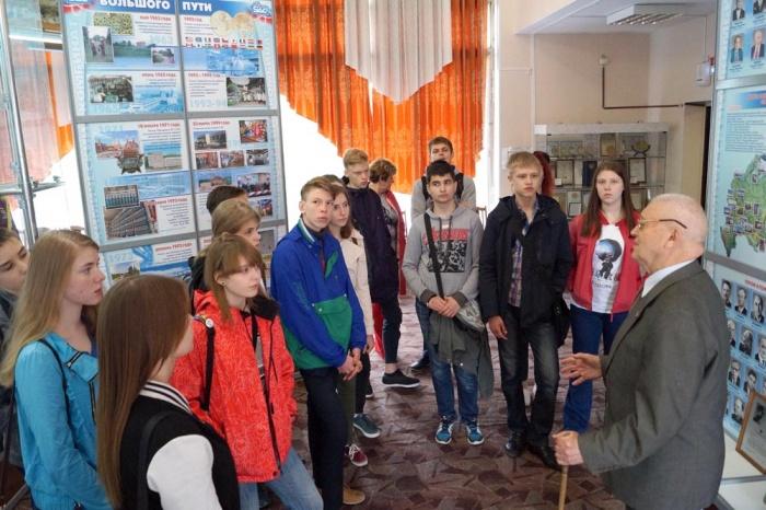 Школьники в музее истории СХК