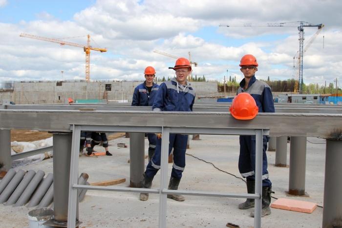 Студенты-сибиряки на стройплощадке опытно-демонстрационного энергокомплекса