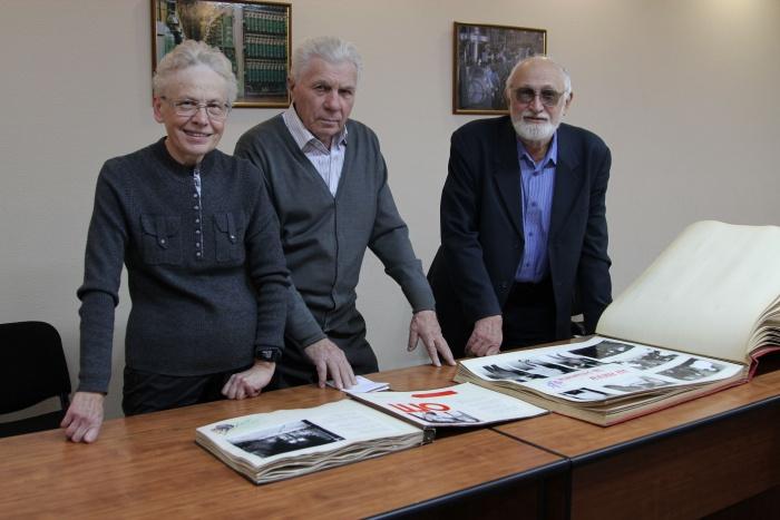 Музею истории СХК подарены раритетные фотоальбомы
