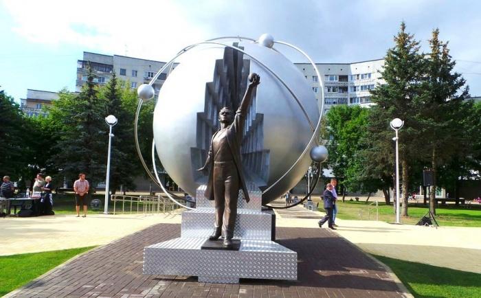 Памятник первопроходцам атомной энергетики в Обнинске