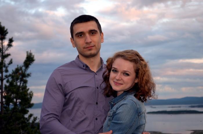 Павел (слева) и Юля (справа). Замечательная пара:))