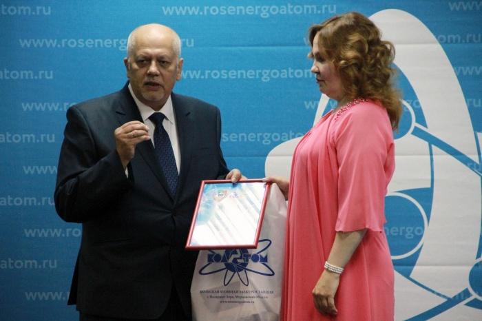 Награждает вице-президент Союза промышленников и предпринимателей Олег Куля