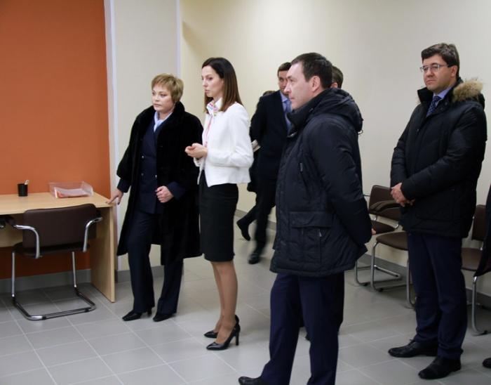 Губернатор области Марина Ковтун в МФЦ
