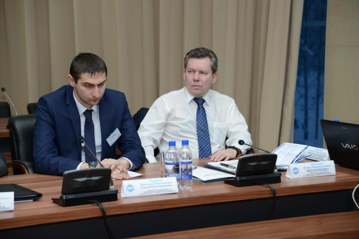 Начальник ПТО АЭР Дмитрий Родиков (слева) и директор КолАЭР Игорь Сметанин (справа)