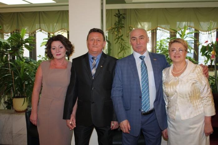 Перед награждением в Москве. С дозиметристом ОРБ Александром Хреновым и супругами