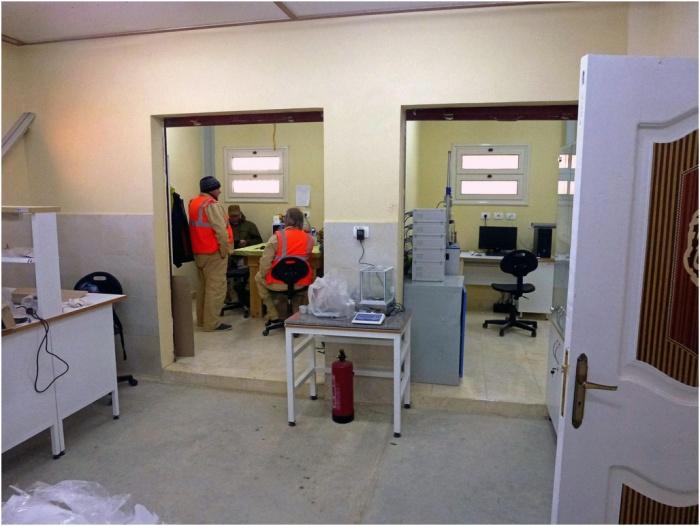 Внутри ангаров расположены мастерские и лаборатории