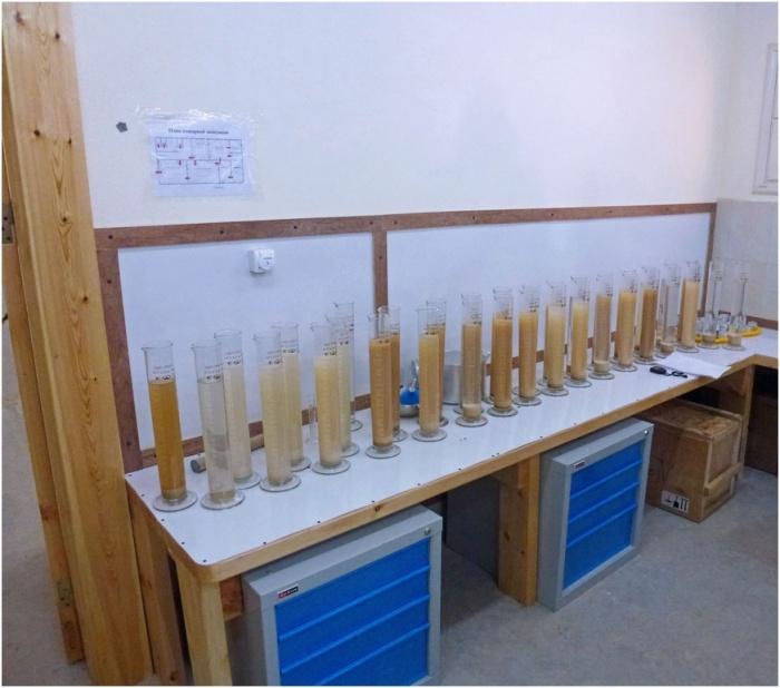 Пробы воды из гидрогеологических скважин