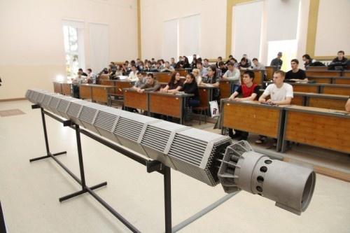 Копия ТВС для реактора ВВЭР-1000 в учебном корпусе ТПУ