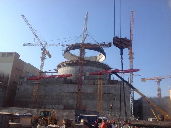 Монтаж купола ВЗО реакторного здания второго блока НВАЭС-2