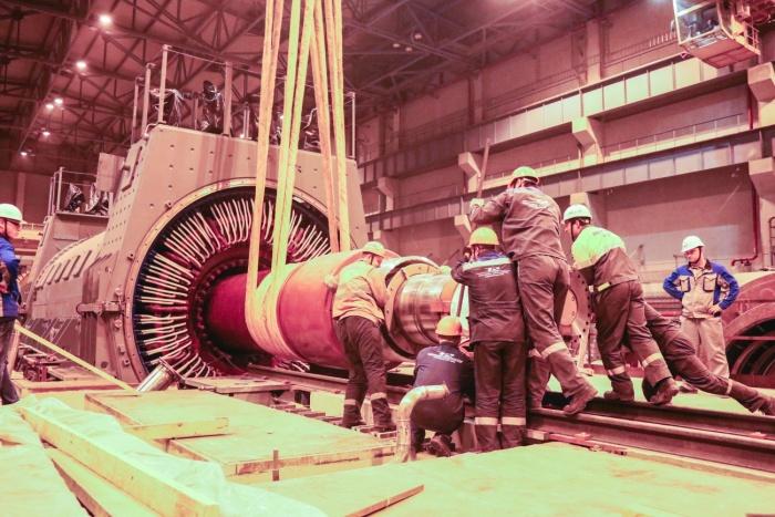 Установка ротора в статор на первом строящемся энергоблоке ЛАЭС