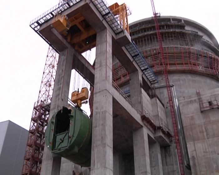 Установка транспортного шлюза на эстакаду на первом строящемся блоке ЛАЭС