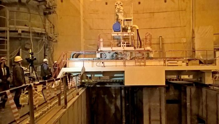 Перегрузочная машина строящегося первого энергоблока ЛАЭС
