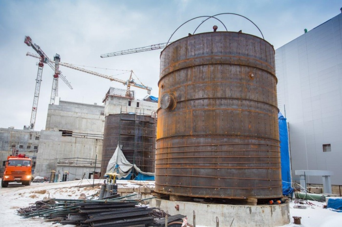 Баки системы химводоочистки второго энергоблока строящейся ЛАЭС