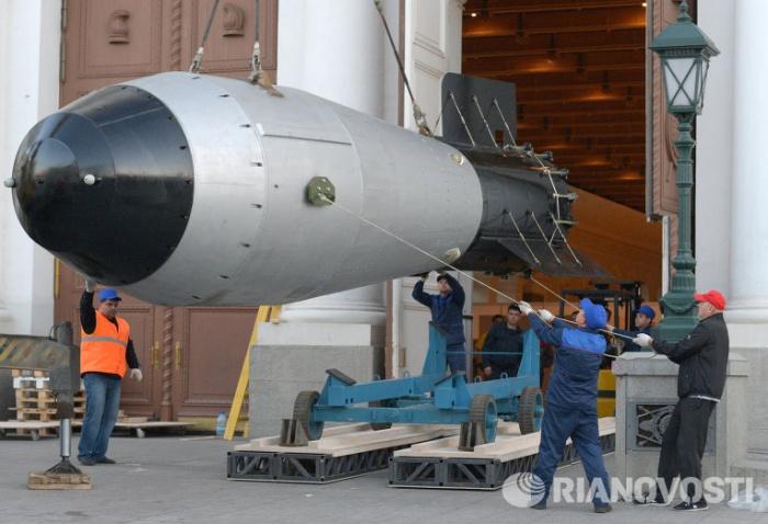 Копия термоядерной бомбы приехала в Москву