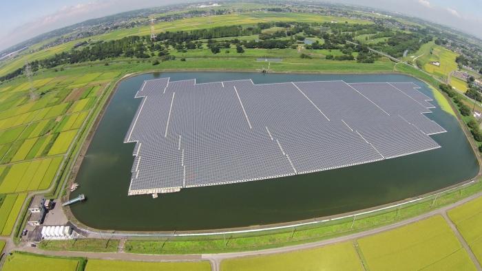 Плавучая солнечная электростанция на озере в префектуре Сайтама, Япония