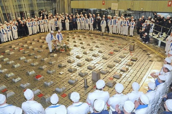 Прощание коллектива реакторного производства с АДЭ-2. Апрель, 2010 год