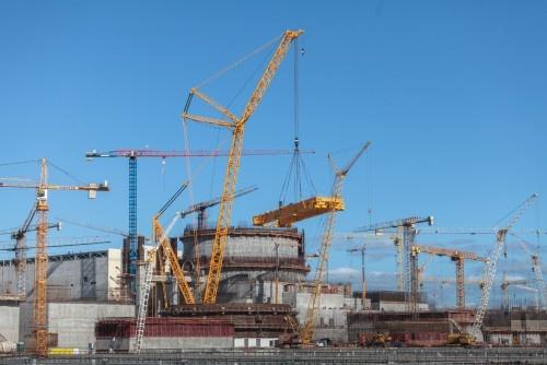 Установка полярного крана на первом энергоблоке Белорусской АЭС