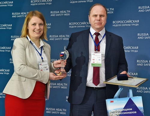 Награждение начальника отдела охраны труда САЭС Павла Лобачева за победу в конкурсе
