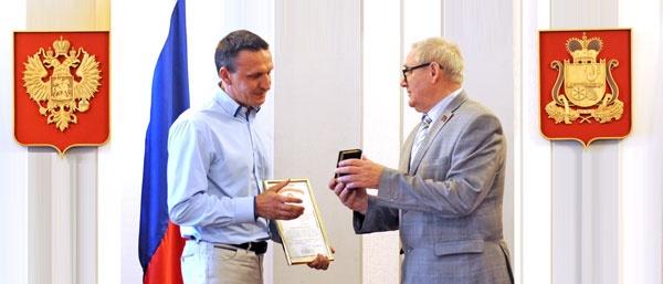 Ведущий интенер-технолог Смоленской АЭС Анатолий Ганичев и заместитель губернатора Смоленской области Николай Кузнецов