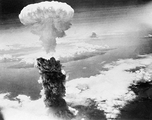 Ядерный гриб над Нагасаки, фото: AP