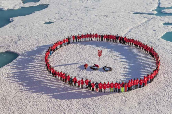 Туристы на Северном полюсе