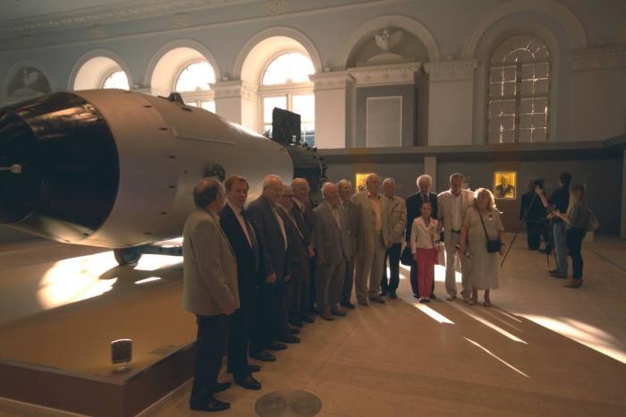 Ветераны атомных предприятий в Москве на выставке, посвященной 70-летий атомной отрасли