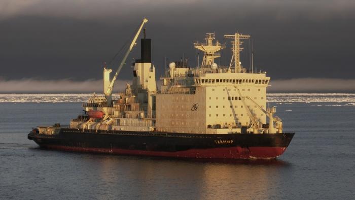 Атомный ледокол Таймыр принял участие в поисково-спасательной операции в море Лаптевых