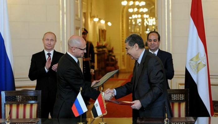 Владимир Путин и Сергей Кириенко в Египте. Подписание соглашения о строительстве АЭС