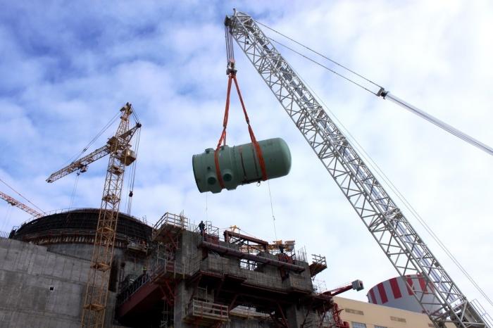 Подъем корпуса реактора второго энергоблока НВАЭС-2