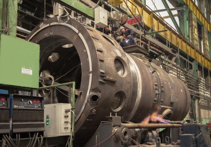 Корпус первого реактора установки РИТМ-200 на стадии сварки