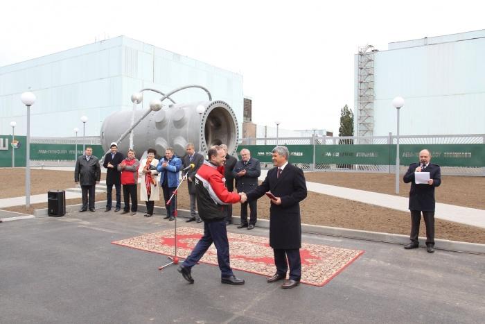 Монумент атомному реактору, посвященный 70-летию атомной отрасли, в Волгодонске