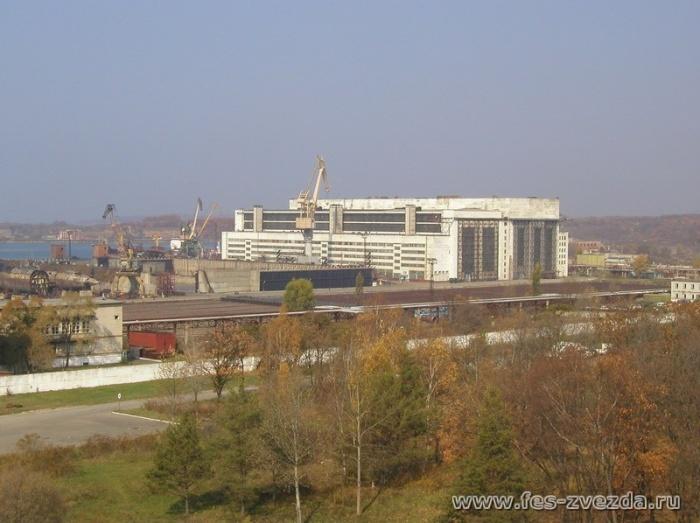 Вид на завод Звезда, город Большой Камень Приморского края